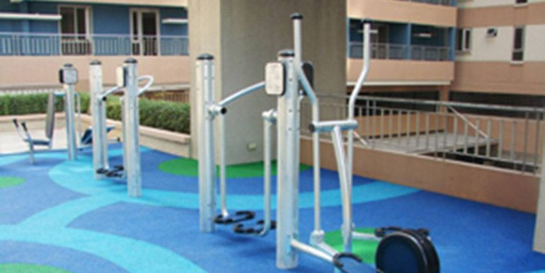 avida-towers-new-manila-outdoor-gym-350